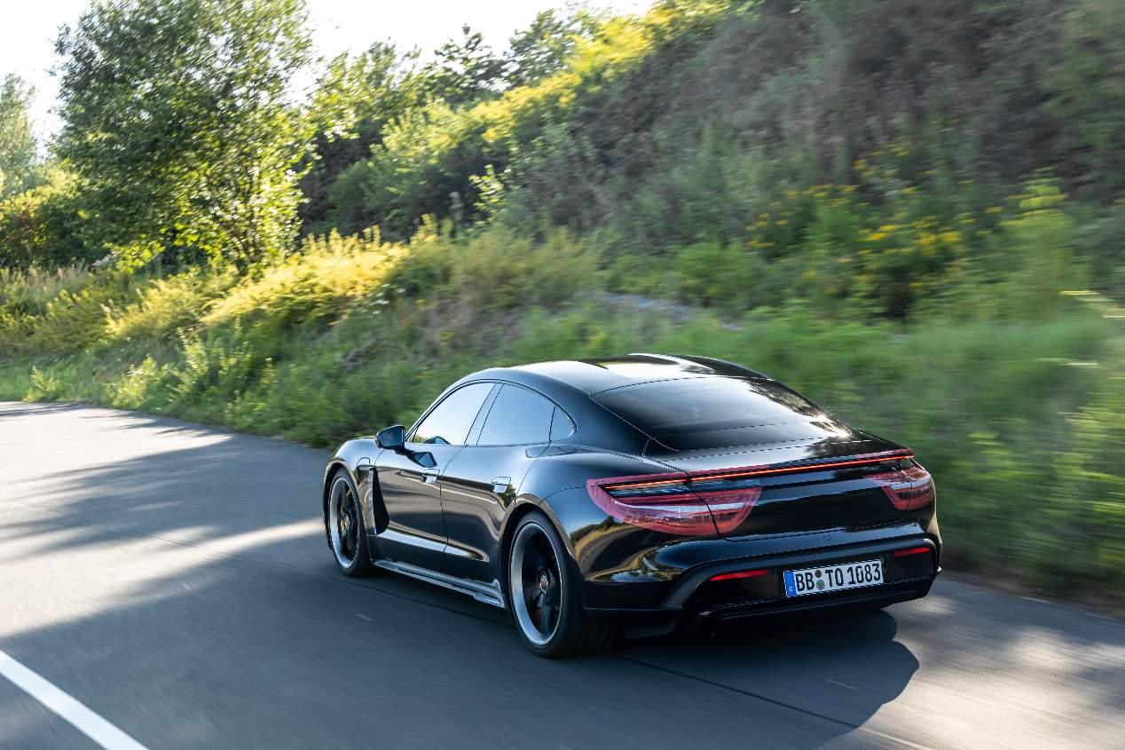Porsche Taycan 2020: llega el superdeportivo eléctrico alemán