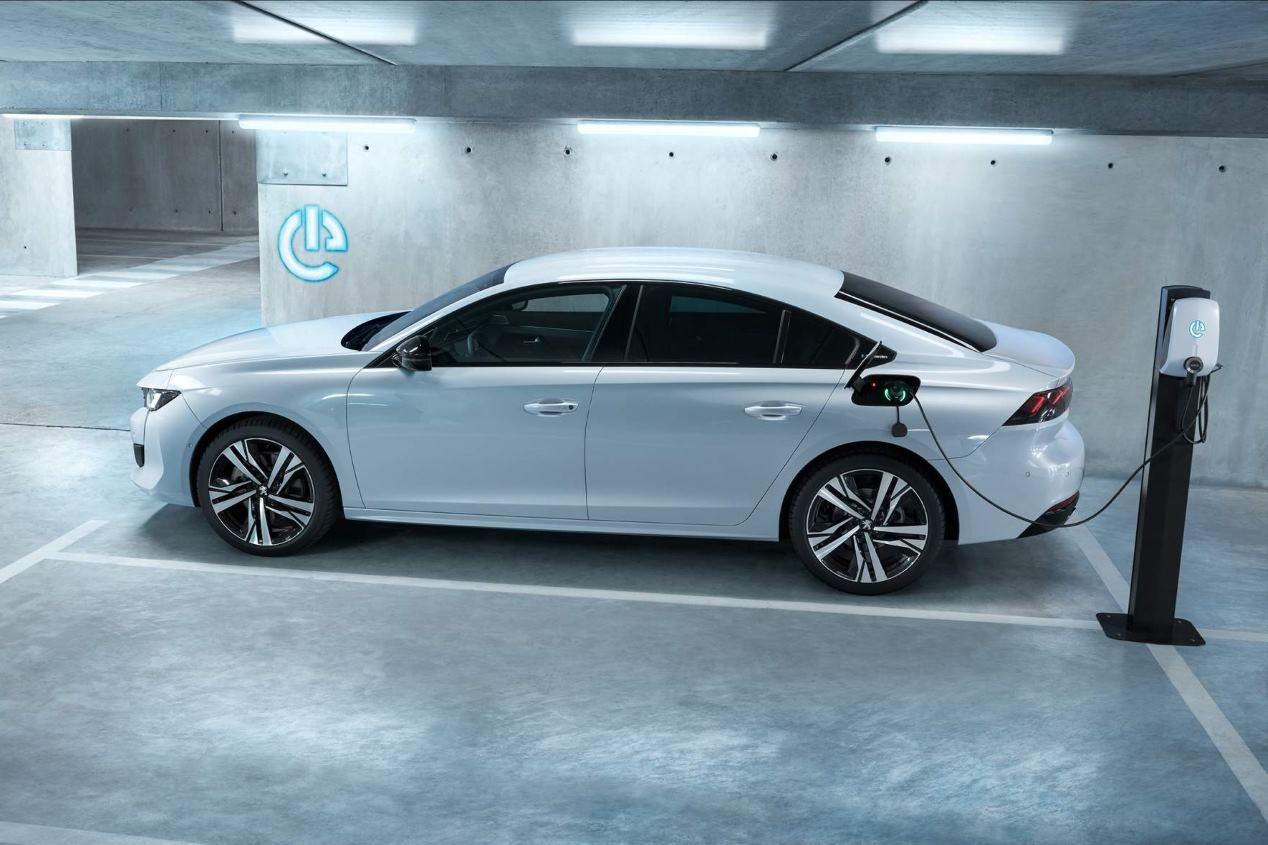 Skoda Octavia 2020 vs Peugeot 508: el gran duelo de berlinas que viene