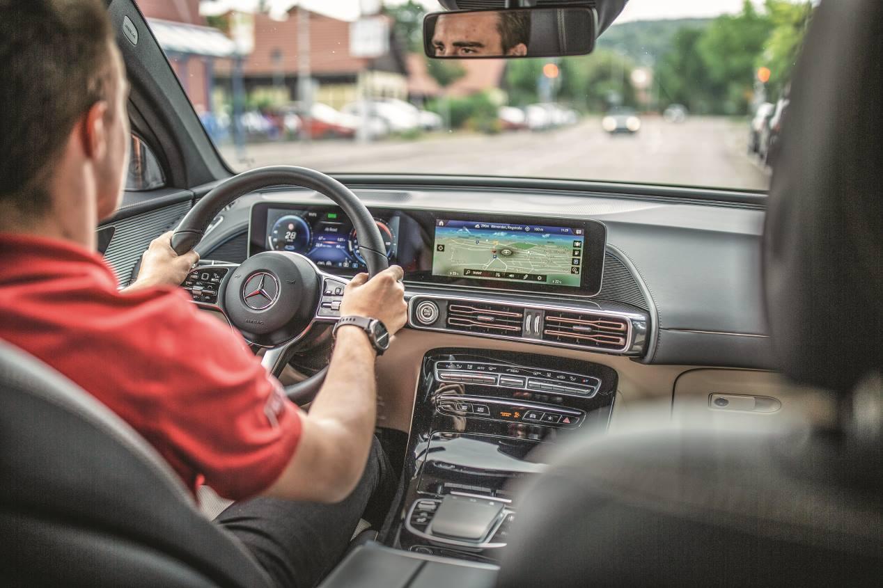 Consejos para ahorrar conduciendo en un coche eléctrico