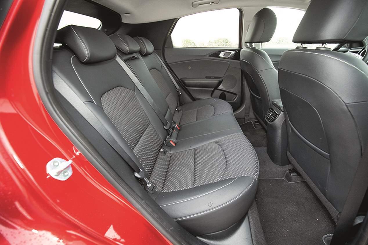 Comparativa: Mazda CX-30, Kia XCeed y Toyota C-HR
