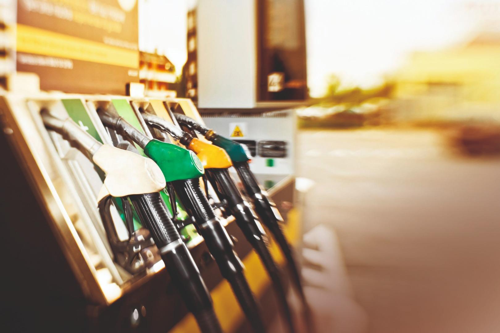 Por qué debes echar a tu coche siempre gasolina E10 y no E5, y qué coches pueden utilizarla