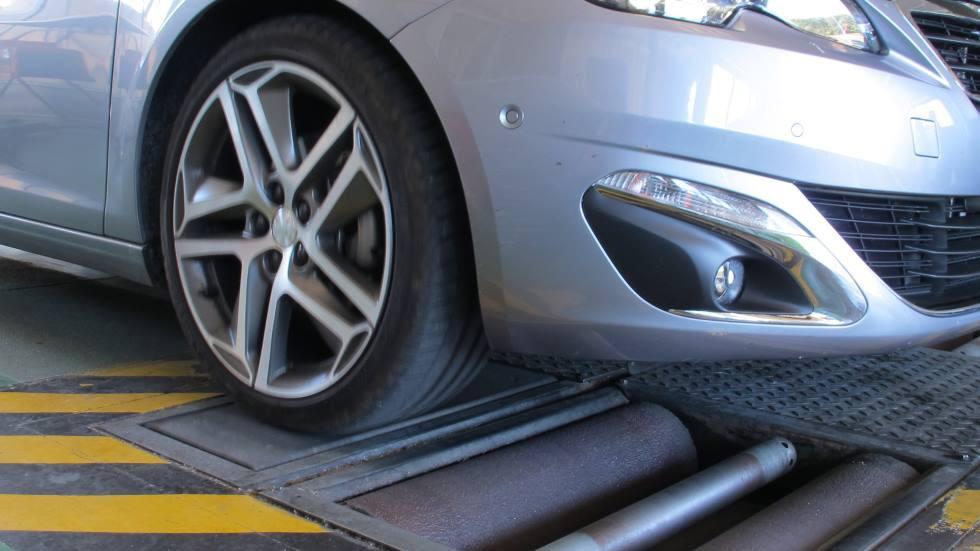 El terror de los conductores en la ITV: el fallo por el que suspenden 1 millón de coches