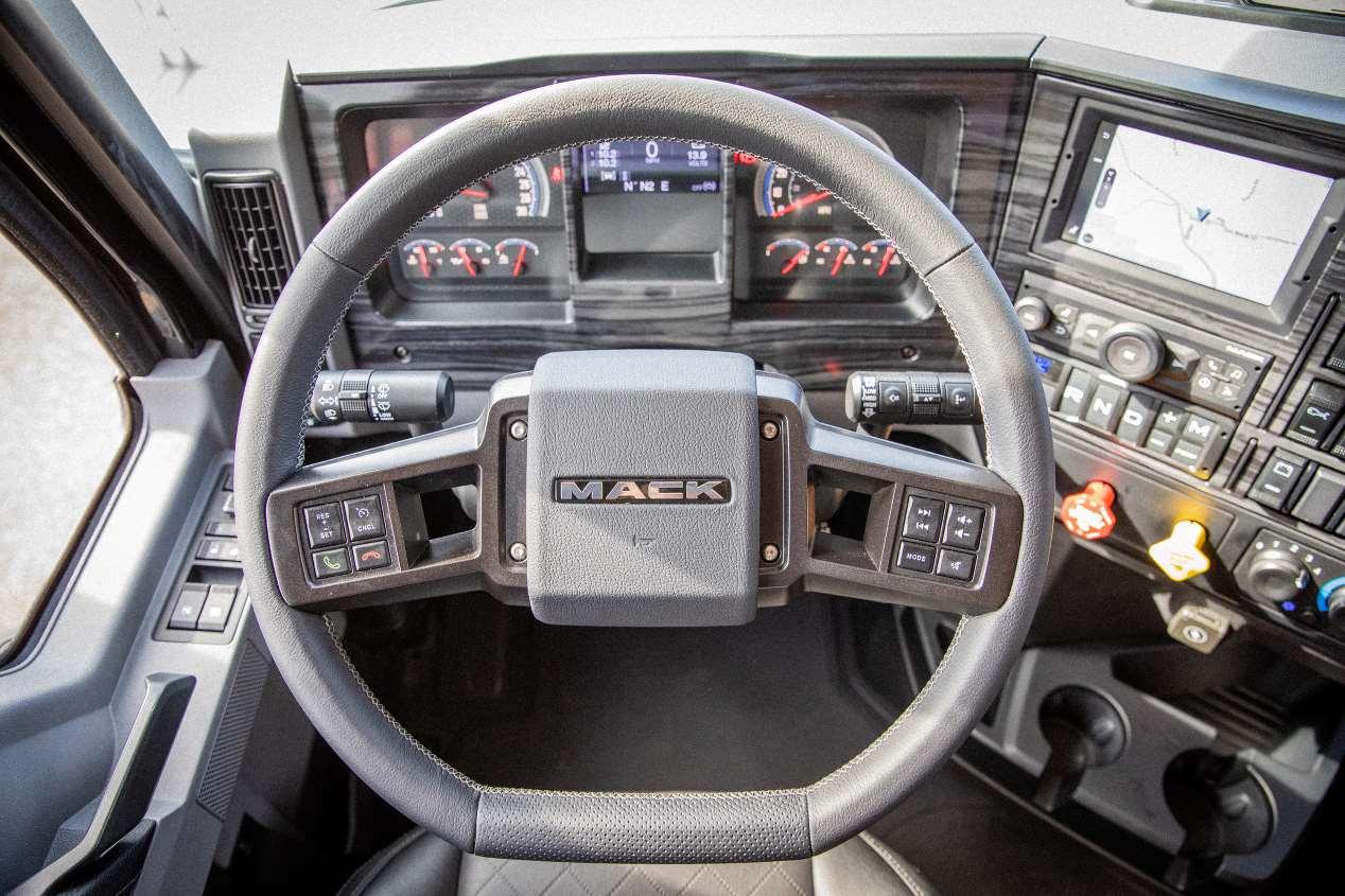 Mack Trucks Black Anthem: así es el nuevo camión
