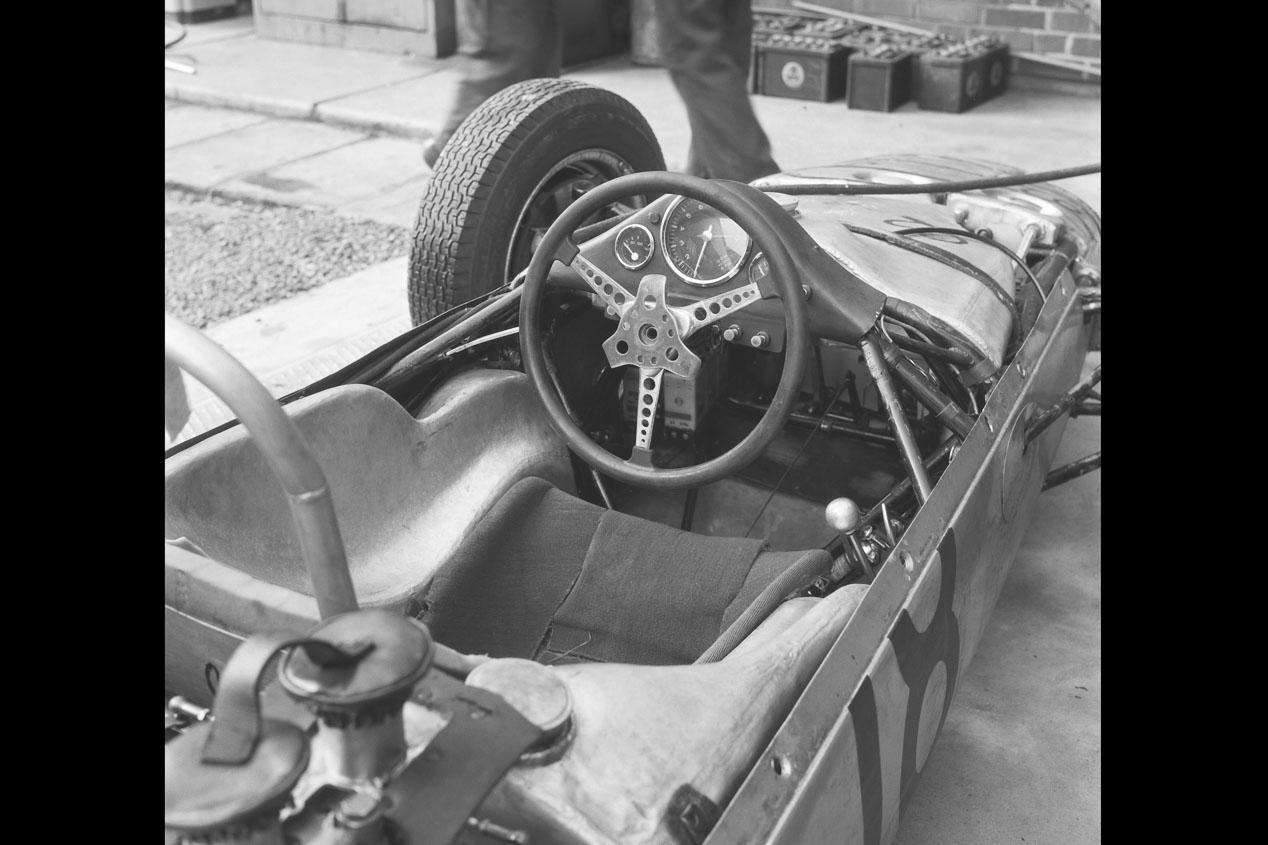 La evolución de los volantes de Porsche en competición