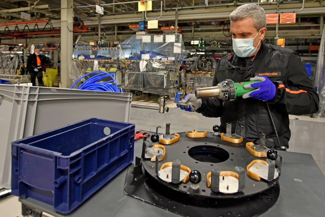 El proceso de fabricación del respirador OxyGEN de Seat, en imágenes