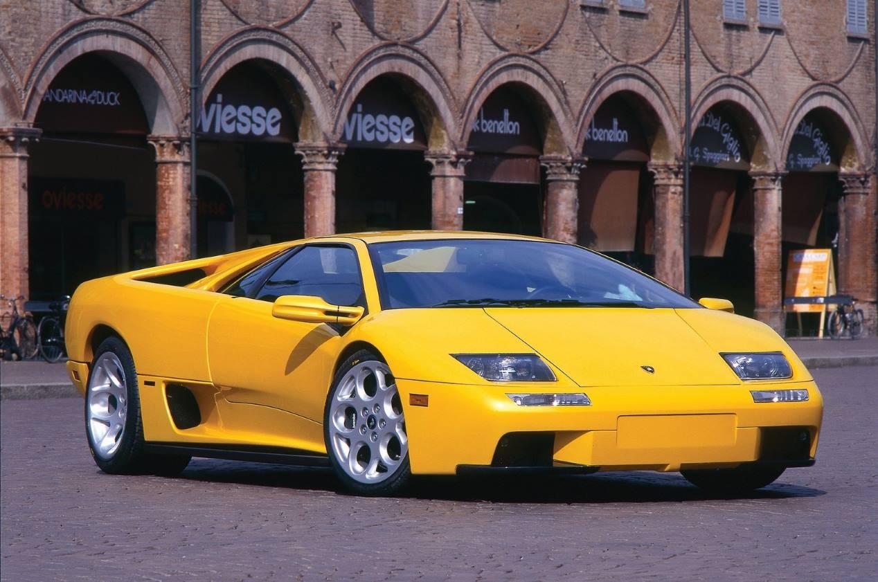 Al volante del Lamborghini Diablo 6.0 VT: todo furia