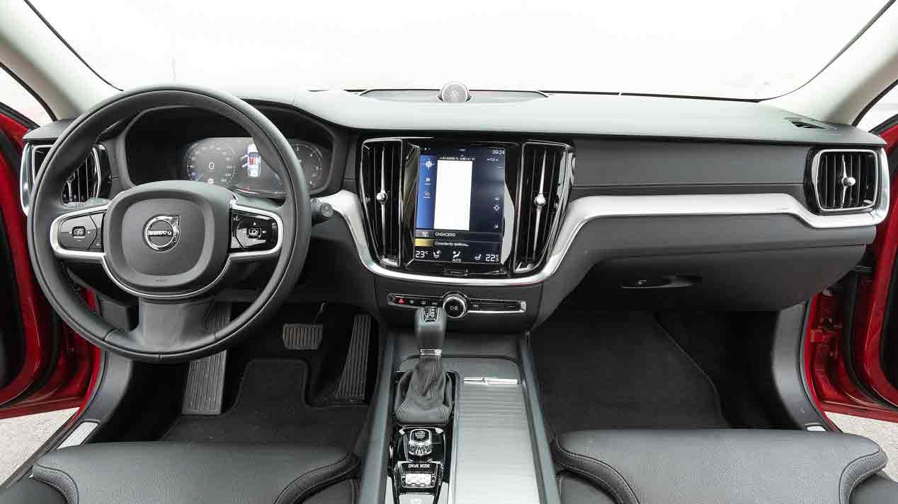 Volkswagen Passat Alltrack vs Volvo V60 AWD: berlinas de forma, SUV de fondo