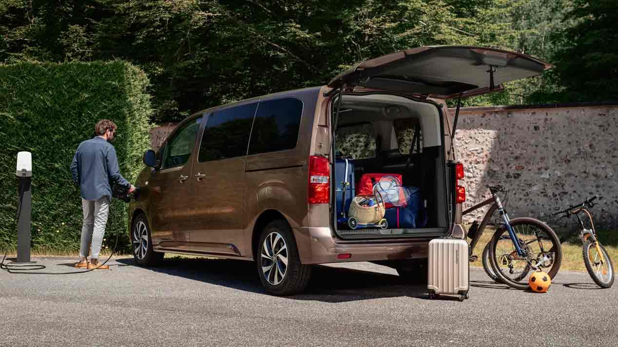 Citroën e-SpaceTourer, cero emisiones y hasta 330 km. Así es el monovolumen eléctrico de Citroën