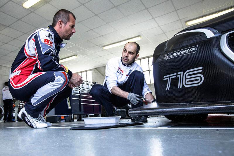 Sébastien Loeb y el Peugeot 208 T16 Pikes Peak