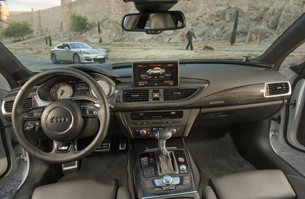 Audi S7 Sportback vs Porsche Panamera GTS