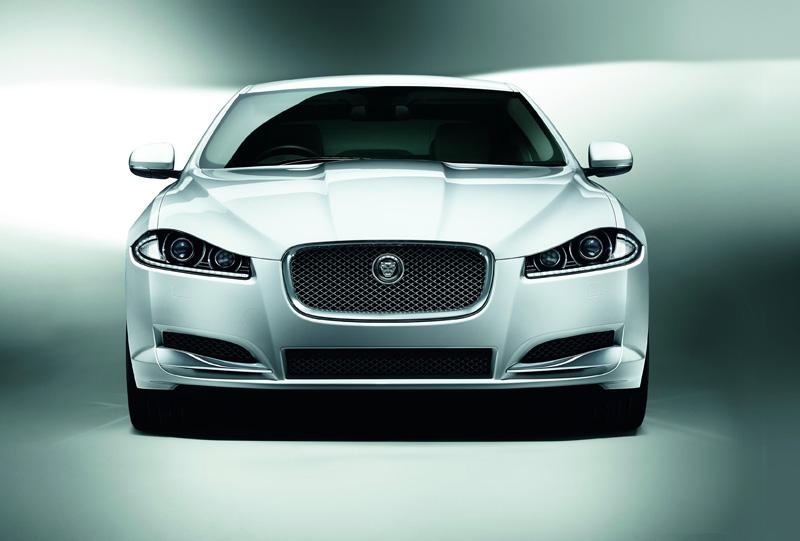 Jaguar XF 2014, lujo y eficiencia