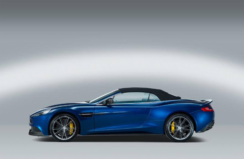 Aston Martin Vanquish Volante, arte al aire libre