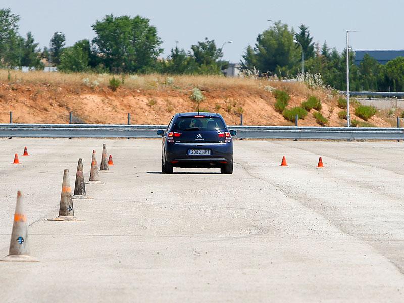 Conducir con calor en el coche, similar a hacerlo bebido