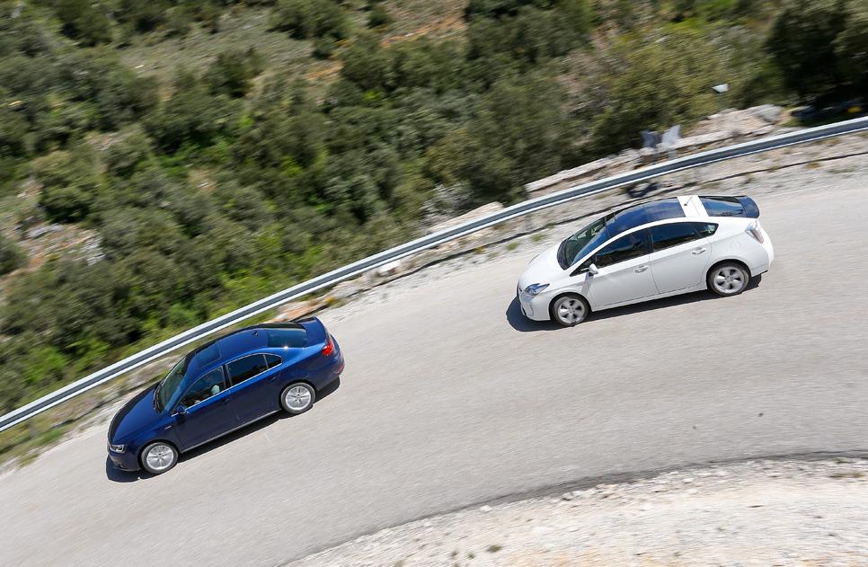Toyota Prius vs VW Jetta Hybrid