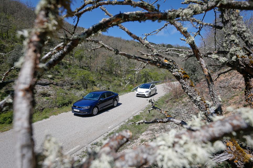 Comparativa: Toyota Prius vs VW Jetta Hybrid
