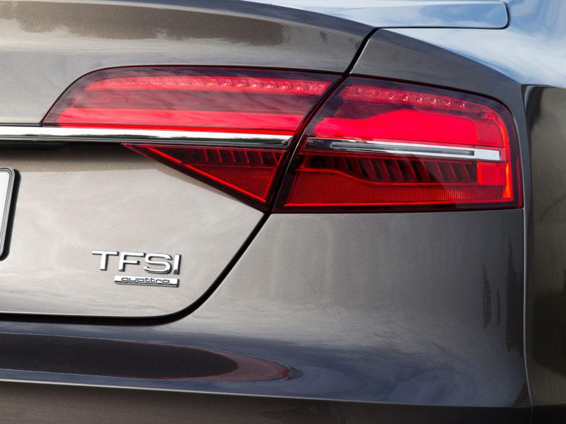 Audi A8, contacto