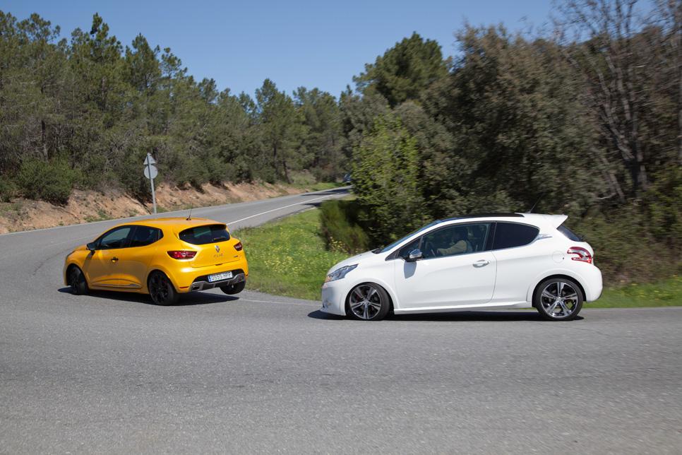 Peugeot 208 GTi vs Renault Clio R.S.