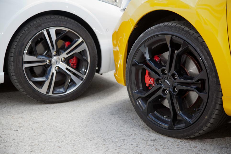 Peugeot 208 GTI vs Renault Clios RS