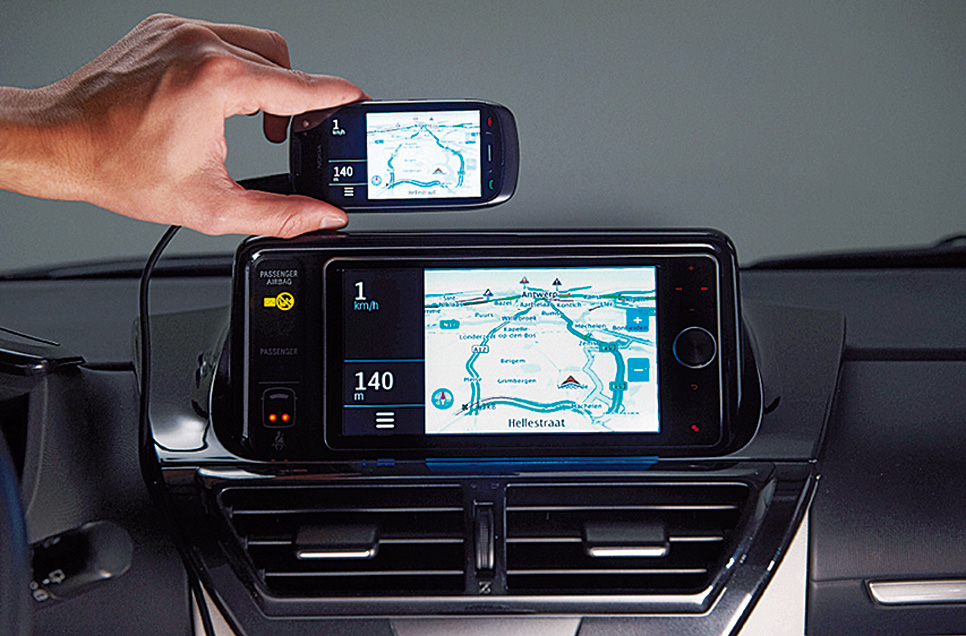 Toyota iQ EV smartphone