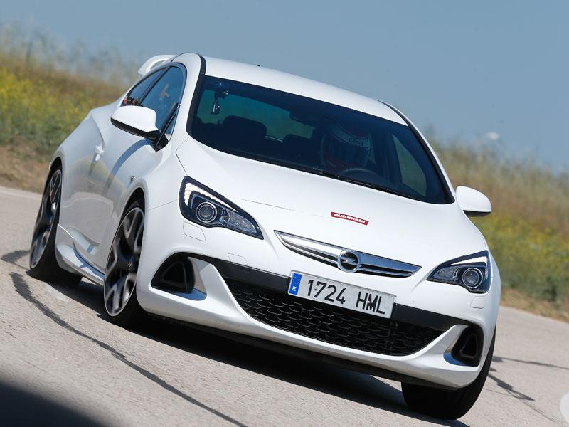 Opel Astra OPC, en circuito