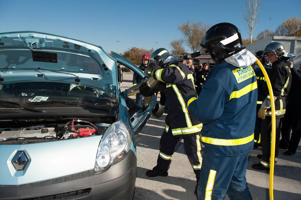 Renault y sus técnicas de rescate en un eléctrico