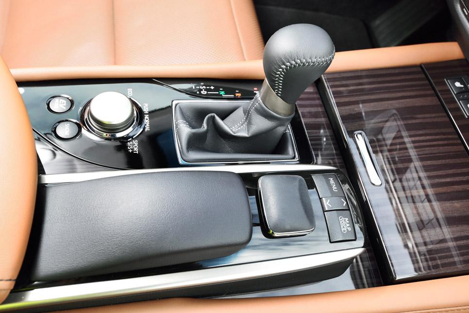 Lexus GS 300h, contacto