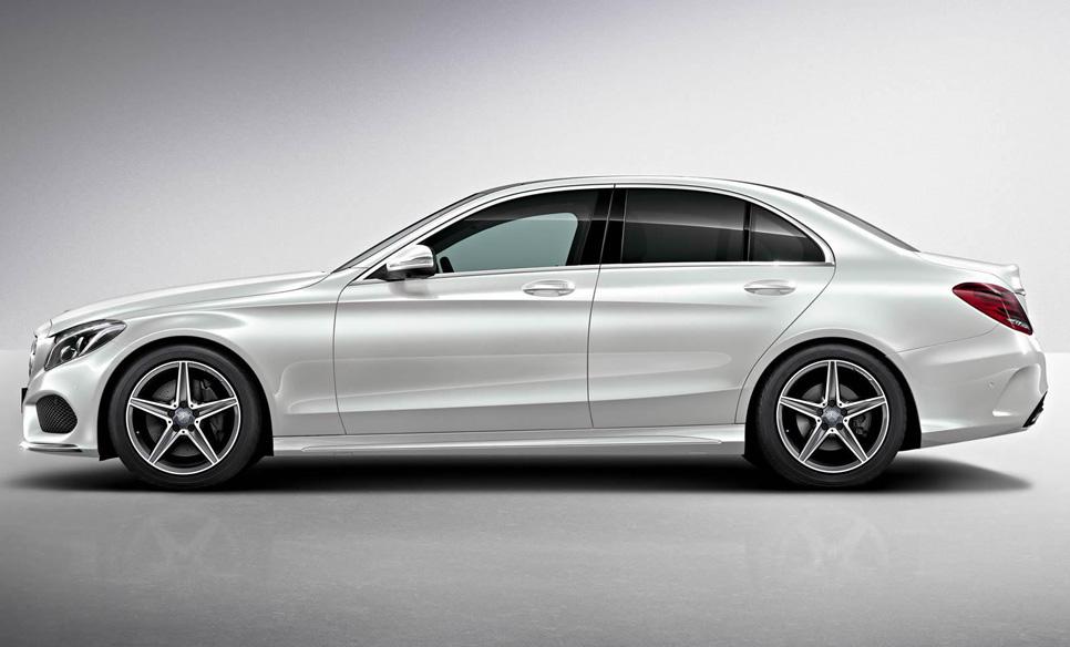 Nuevo Mercedes Clase C AMG Line, traje deportivo