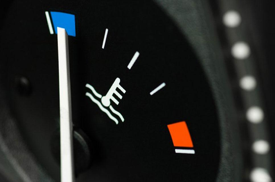 10 vicios al volante que dañan tu coche