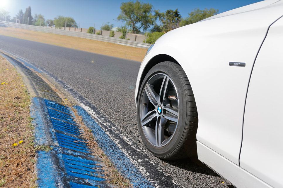 BMW 120d vs Volkswagen Golf GTD