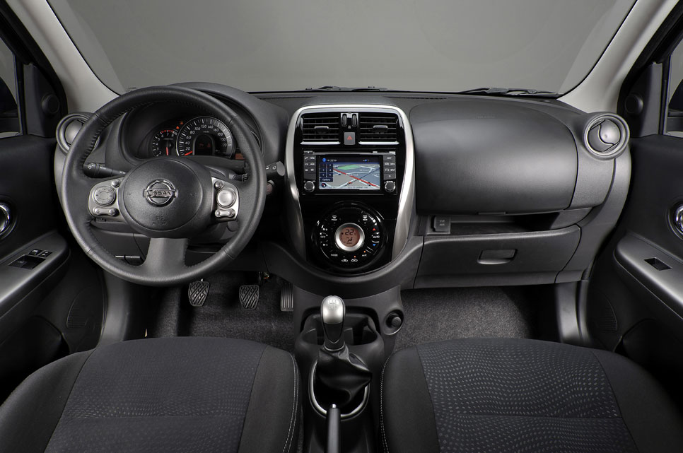 Nissan Tekna Premium interior