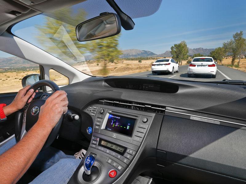 Toyota Prius vs BMW 316d y Mazda 6 SkyActiv G-145