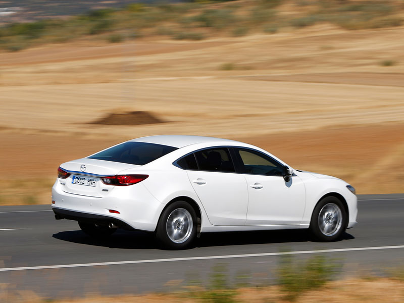 Comparativa: Toyota Prius vs BMW 316d y Mazda 6 SkyActiv G-145