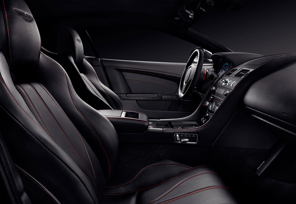 Aston Martin V8 Vantage, DB9 Carbon Black y White