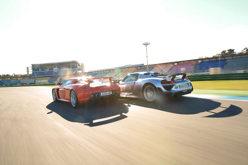 Porsche 918 Spyder vs Carrera GT