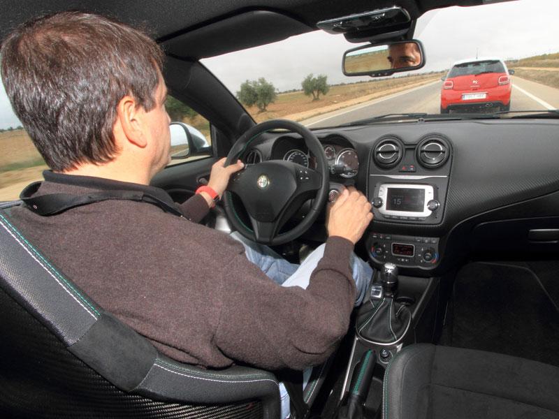 Alfa Mito puesto de conducción