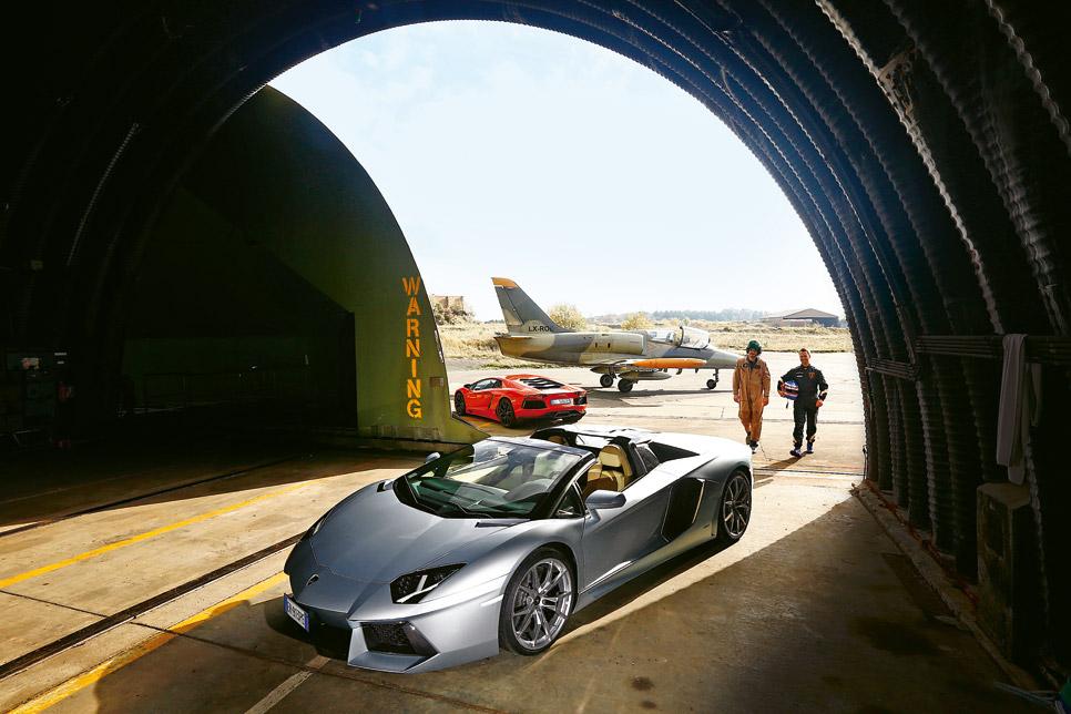 Lamborghini Aventador LP700-4 vs Aero L-39 Albatros