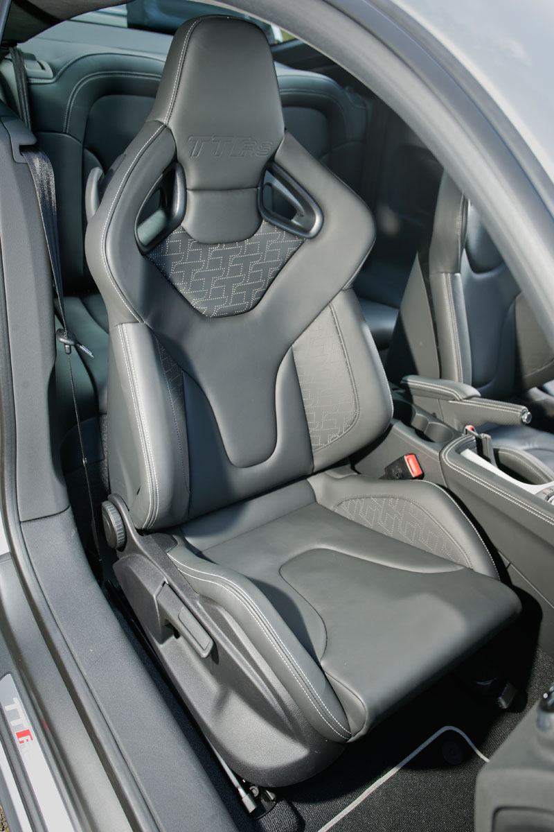 Audi TT RS Plus contra Mercedes A 45 AMG