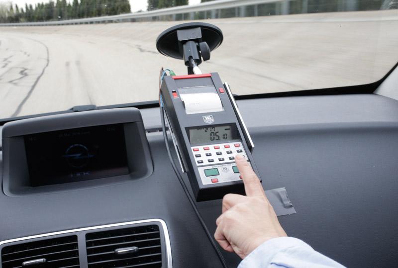 Los peligros de enviar y leer mensajes al volante