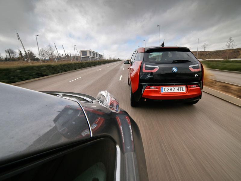 Comparativa: BMW i3 vs Nissan Leaf, voltios por sus venas