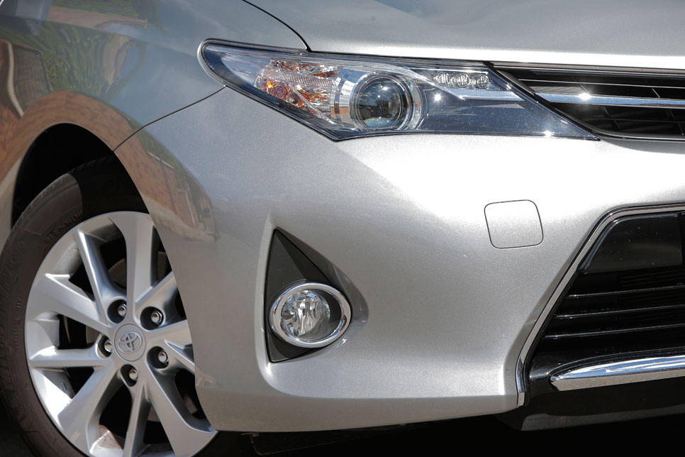 Honda Civic Tourer 1.6 i-DTEC 120 Sport vs Toyota Auris Touring Sports 120D Active