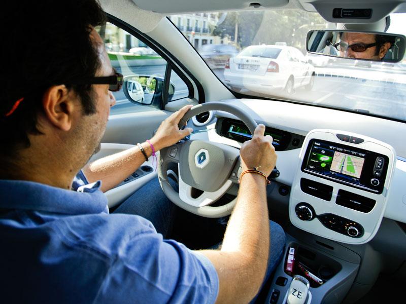 El Renault ZOE se enfrenta a un taxi: ¿seguirá su ritmo?