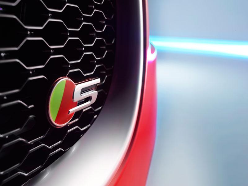 Jaguar XE S, información y fotos del pequeño Jaguar de aluminio