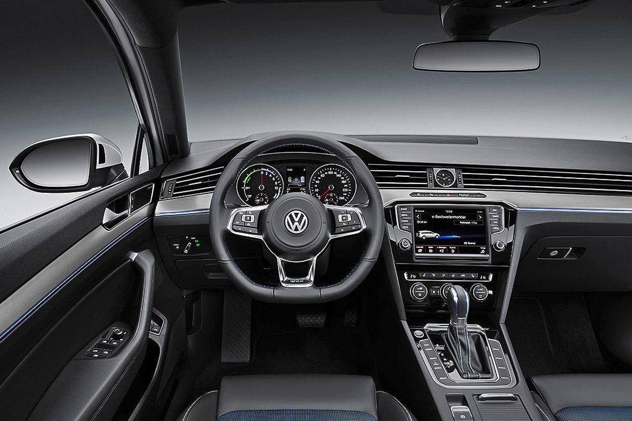 Volkswagen Passat GTE, nueva berlina híbrida enchufable en 2015