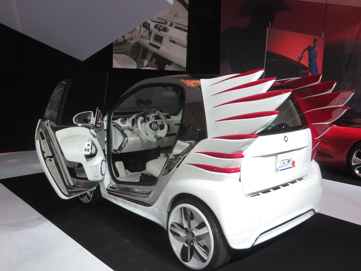 50 de los coches más emblemáticos de la historia, reunidos en París