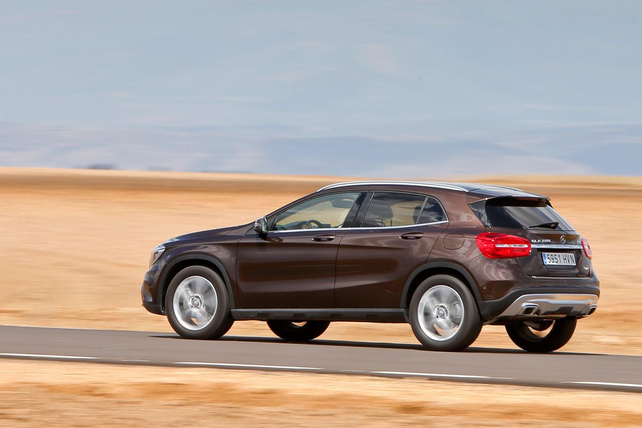 Comparativa: Mercedes GLA 220 CDI 7G-DCT 4Matic vs  Range Rover Evoque TD4 5p 4x4 Pure Aut.