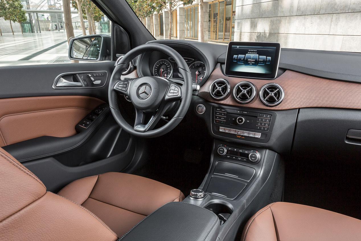 Contacto: Mercedes Clase B, acicalado y eléctrico