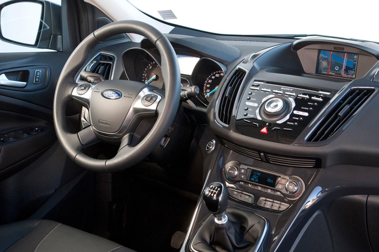 Ford Kuga 2015, más eficiente y tecnológico