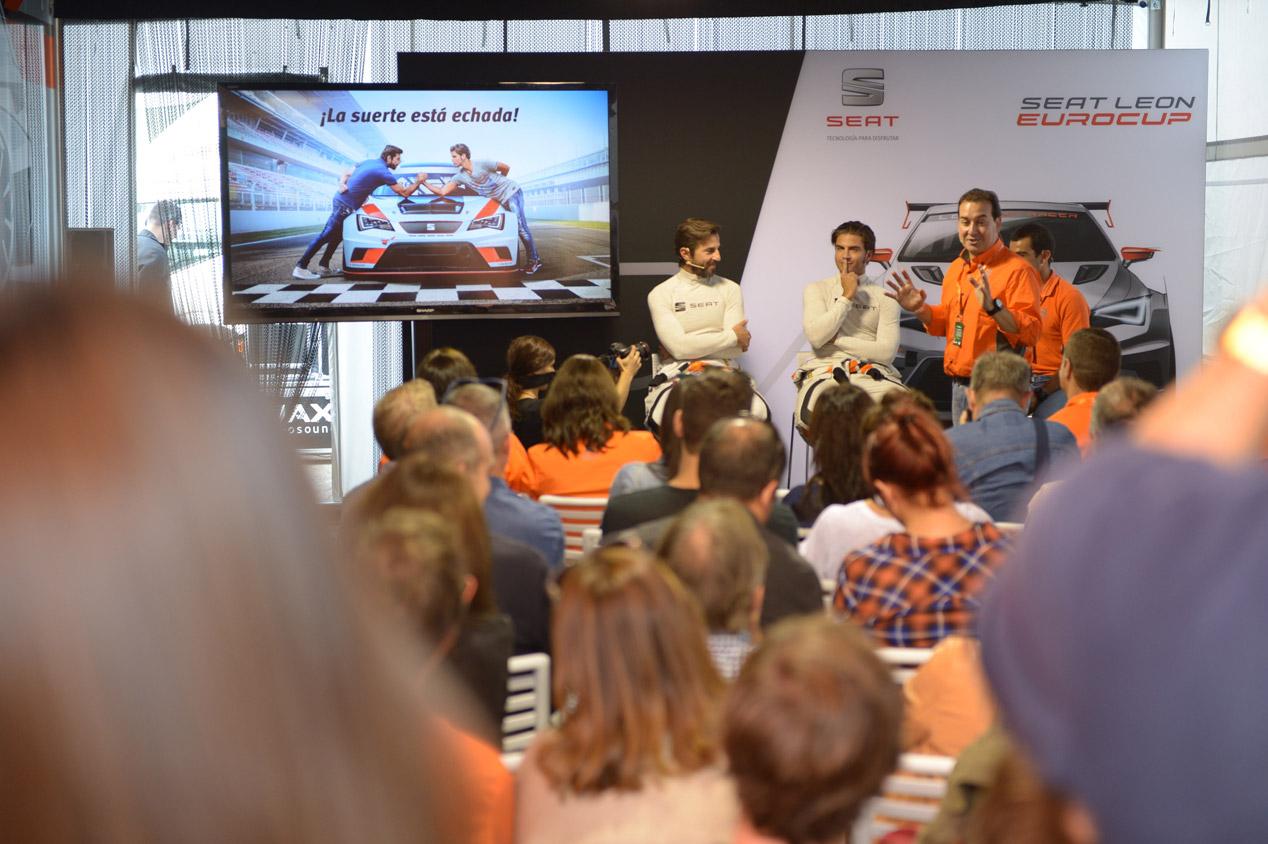 Maxi Iglesias y Santi Millán, en el reto Seat León Cup Racer en Montmeló