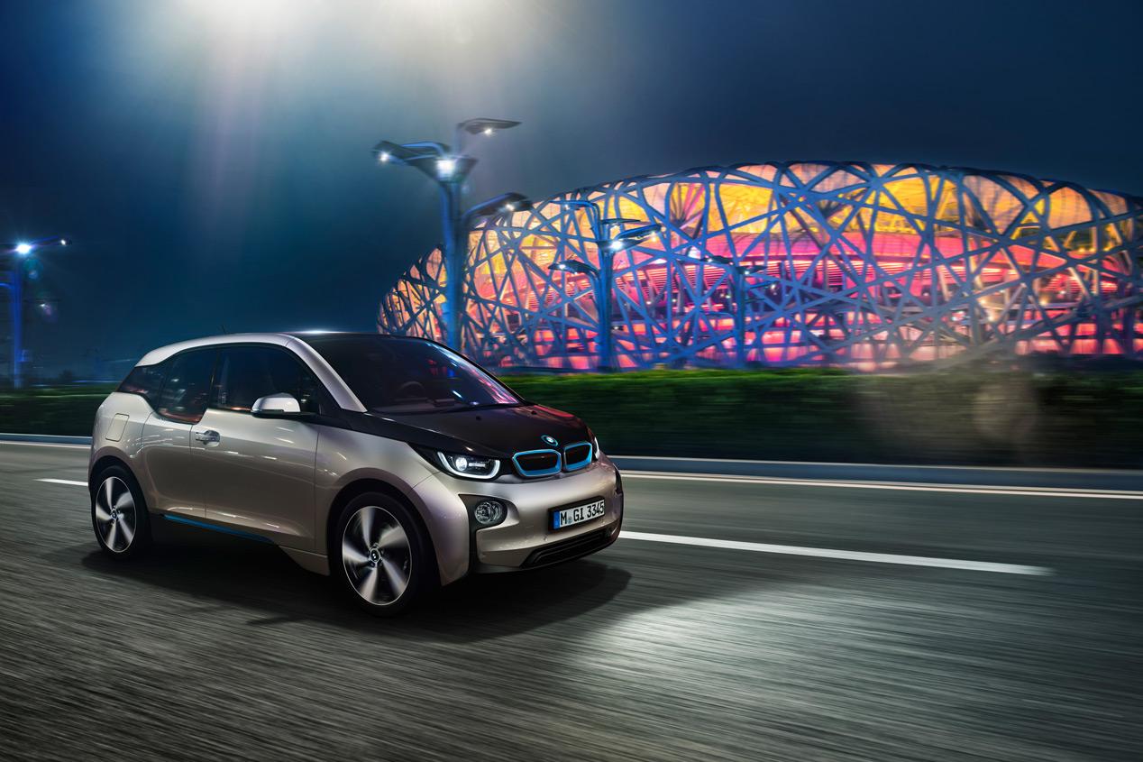 BMW crea farolas para cargar coches eléctricos