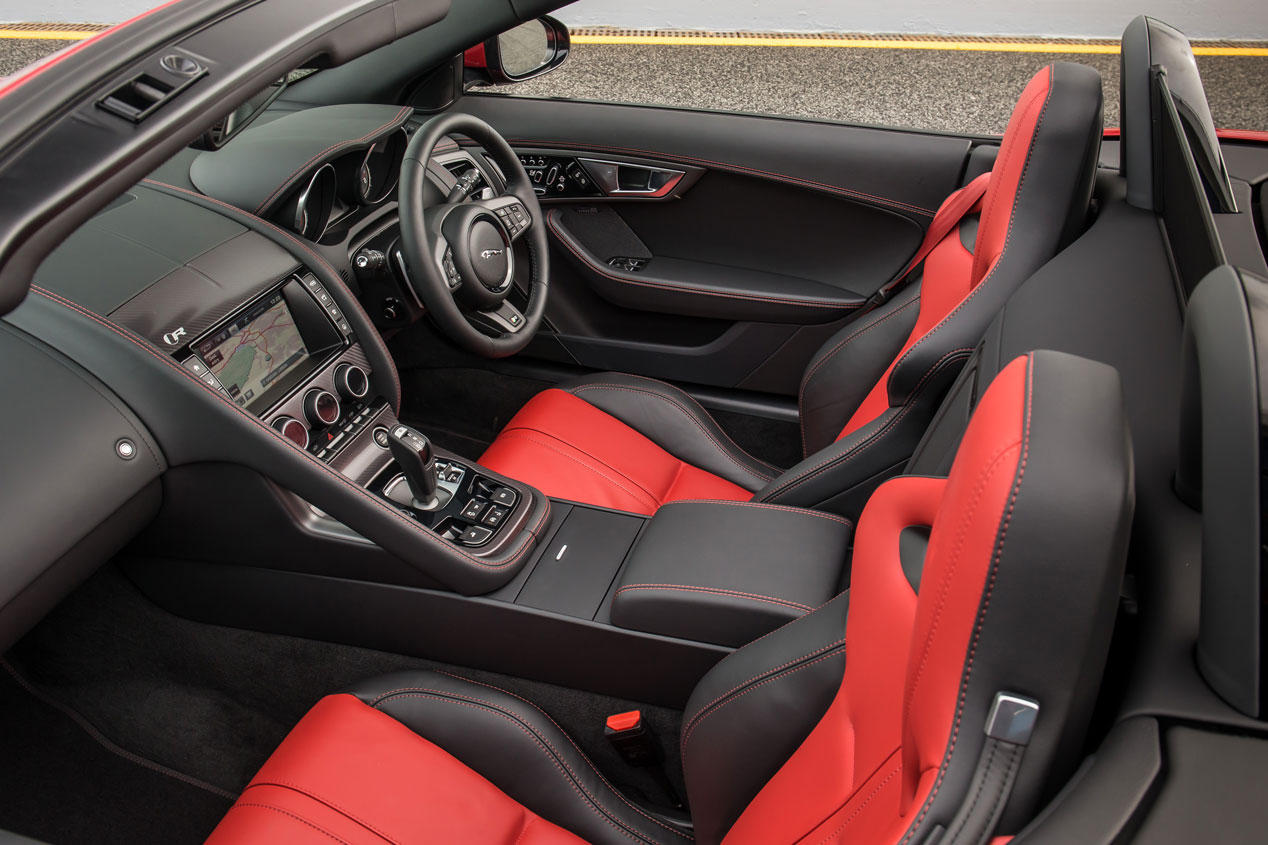 Contacto: Jaguar F-Type 2015, más completo